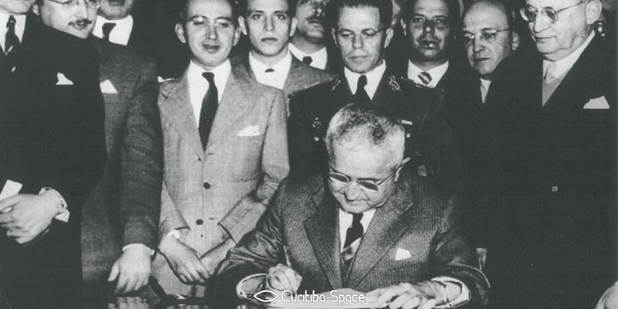 Universidade Federal do Paraná (UFPR) - A Lei Maximiliano e o processo de federalização - Curitiba Space