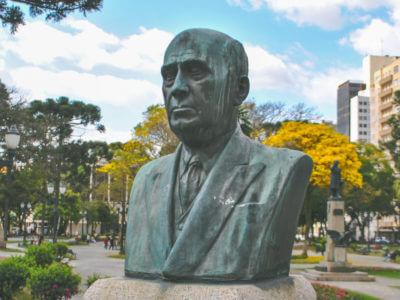Victor Ferreira Do Amaral, Na Praça Santos Andrade