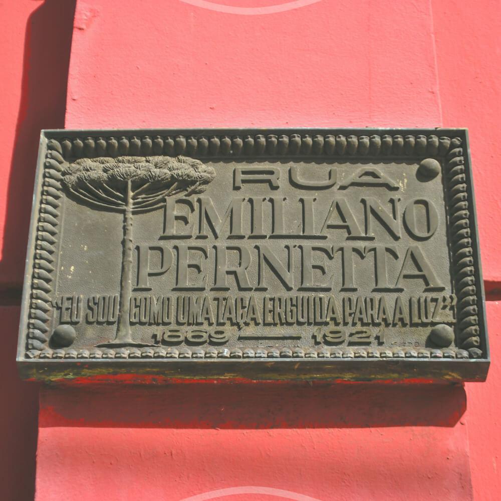 Rua Emiliano Perneta