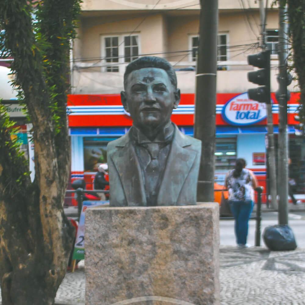 Alfredo De Assis Gonçalves, Ao Lado Do Prédio Histórico Da UFPR