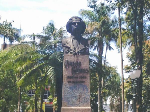 Carlos Gomes, Na Praça Carlos Gomes
