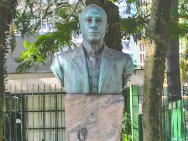 Emiliano Perneta, Na Praça Osório