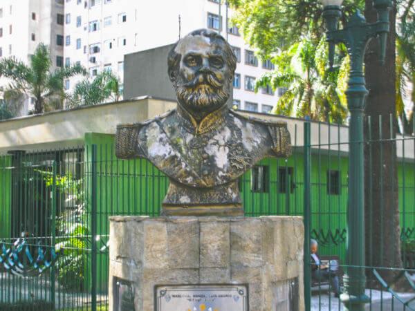 General Osório, Na Praça Osório