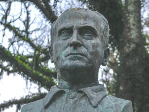 João Zaco Paraná, Na Praça Eufrásio Correia