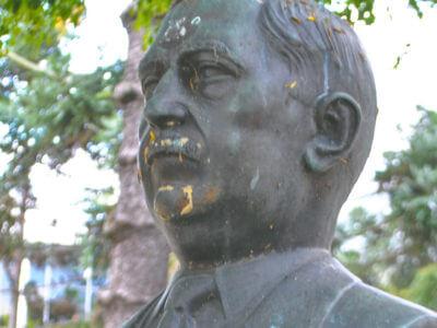 Lysimaco Ferreira Da Costa, Na Praça Santos Andrade