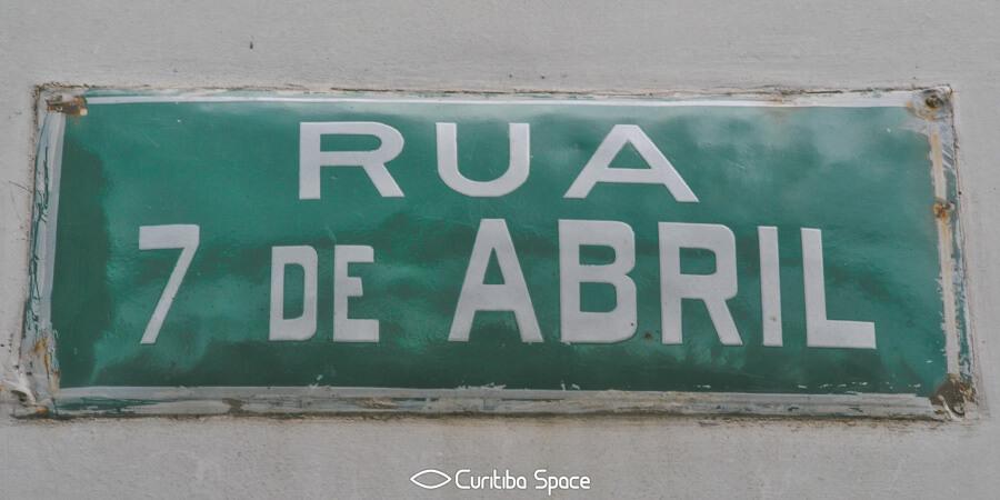 Rua 7 de abril: abdicação de Dom Pedro I - Curitiba Space