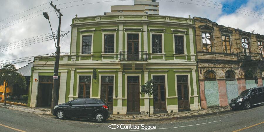 Sobrado na Rua Barão do Rio Branco, 763 - Curitiba Space