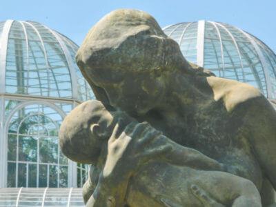 """Estátua """"Amor Materno"""" No Jardim Botânico"""