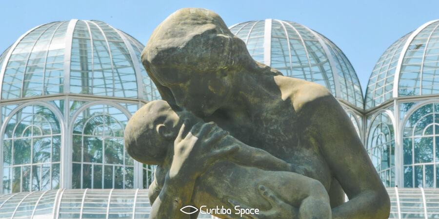 """Estátua """"Amor Materno"""" - João Zaco Paraná - Jardim Botânico - Curitiba Space"""