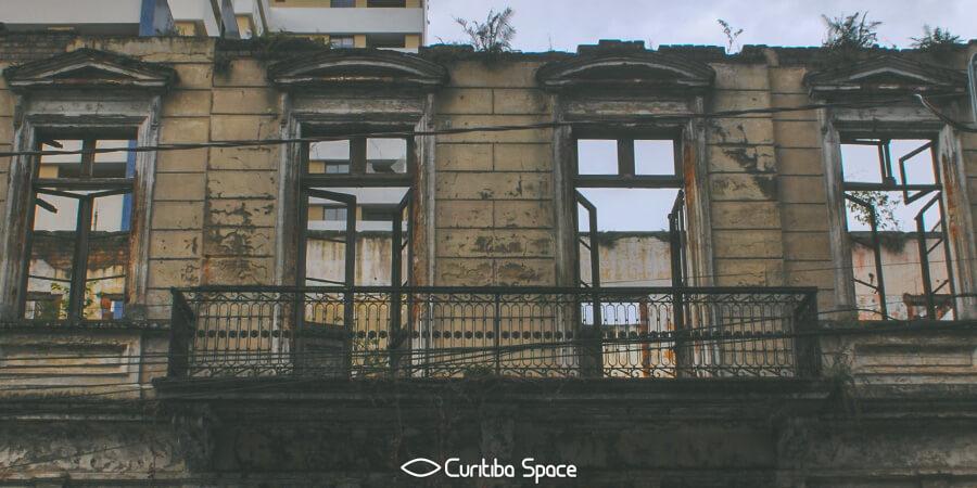 Sobrado na Rua Barão do Rio Branco, 773 - Curitiba Space